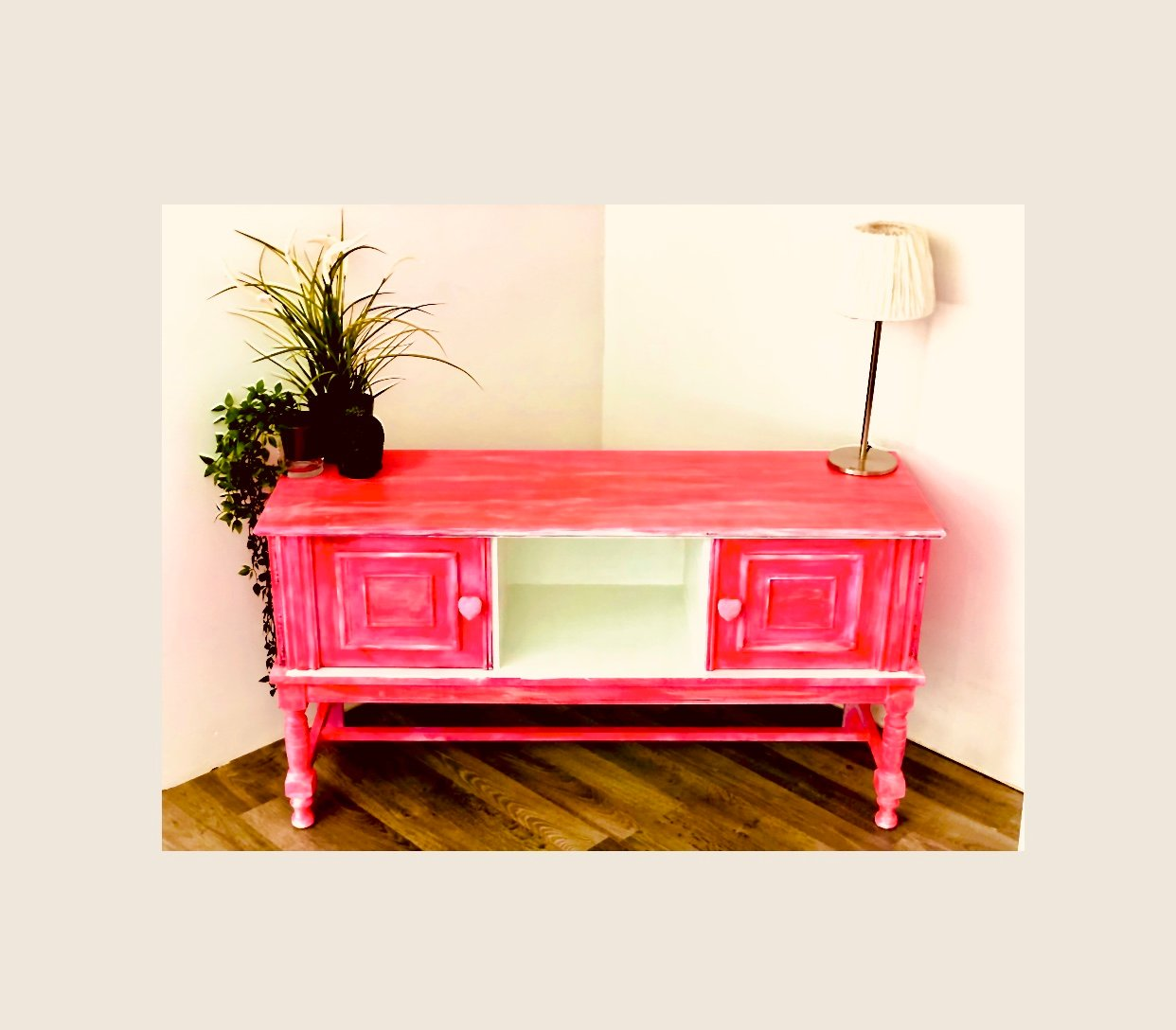 Commode flashy pink